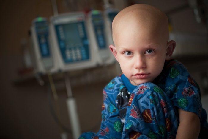 Ребенок с лейкемией